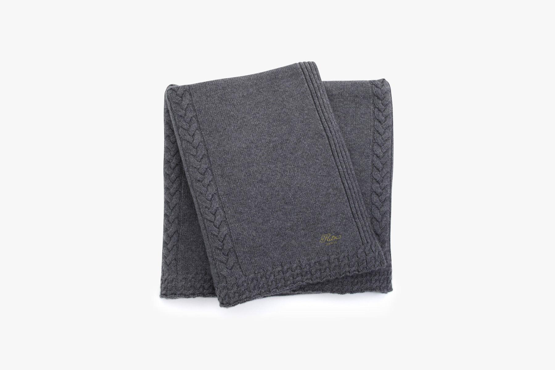 plaid en cachemire gris. Black Bedroom Furniture Sets. Home Design Ideas